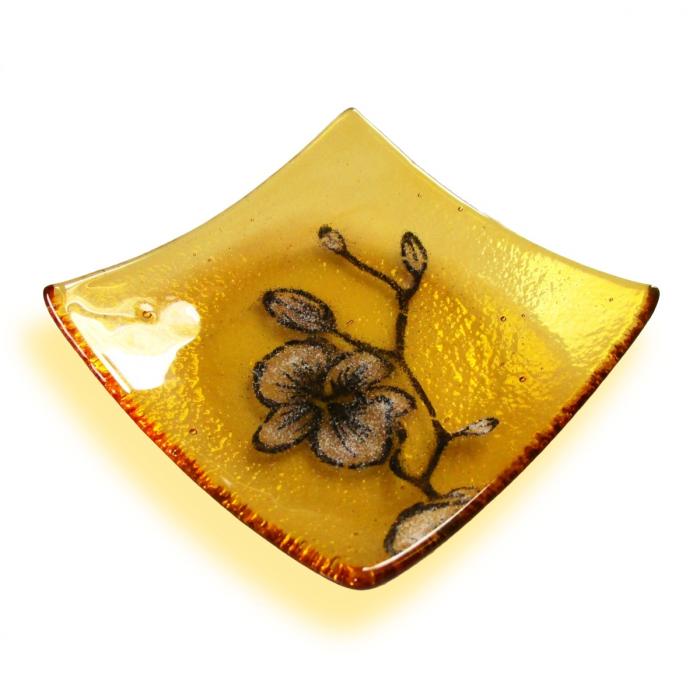 Bomboniera gialla con orchidea bianca