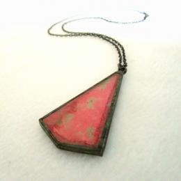 Ciondolo rosso iridescente