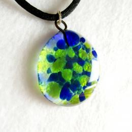 ciondolo trasparente con gocce verdi blu