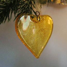 Decorazione natalizia a forma di cuore giallo
