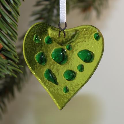 Cuore verde con gocce verdi