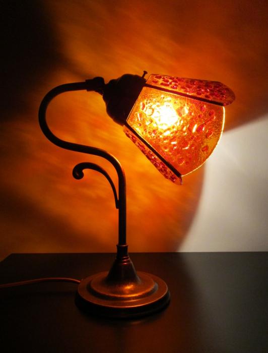 Lampada da tavolo giallo ambra