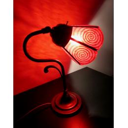 Lampada rossa con motivo a spirale