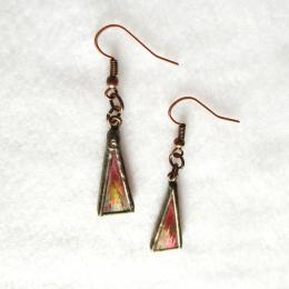 Orecchini triangolari rosso iridescente